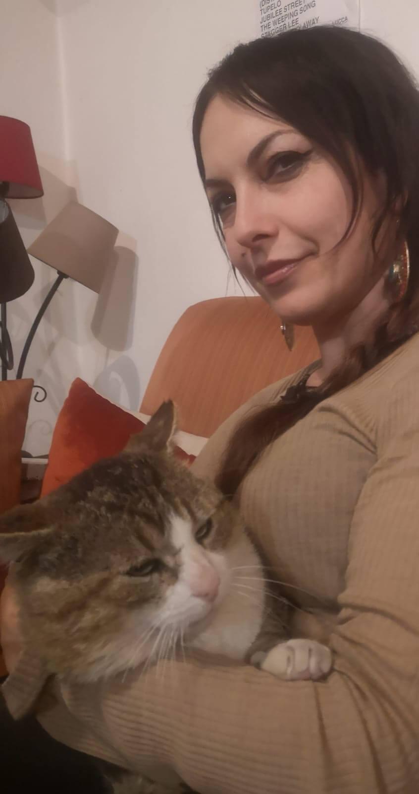 Sonia Cortopassi e il gatto Micio